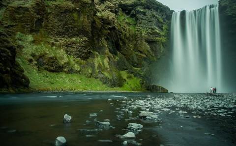 Enorme Cascada de Skogafoss, Islandia