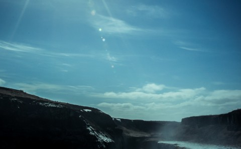 Cascada Gulfoss Islandia con el sol asomando