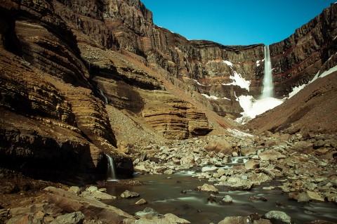 Cascada Hengifoss en Islandía