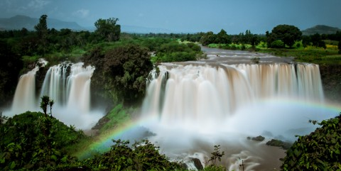 Cascadas del Nilo Azul en Etiopía con el arco iris cruzando