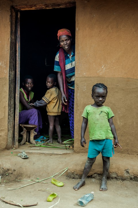 Familia humilde en aldea Konso en Etiopía