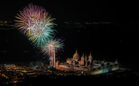 Fuegos artificiales en las fiestas de el Escorial, Madrid