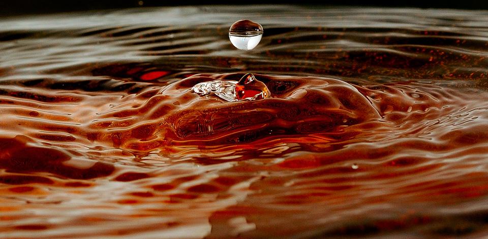 gota de agua cayendo