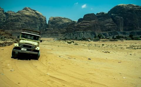 Jeep, desierto de Wadi rum , Jordania