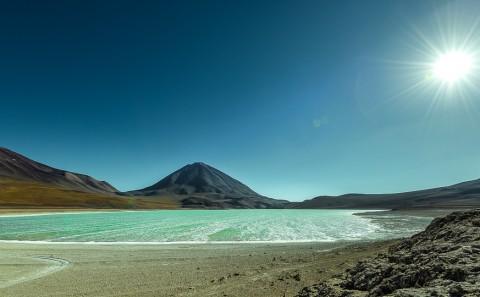 Laguna verde en el altiplano Boliviano , Bolivia