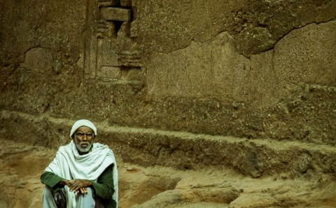 Monje en iglesias excavadas de lalibela, Etiopia