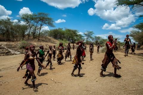 mujeres , tribu Hammer, ceremonia Bull Jumping en Etiopía