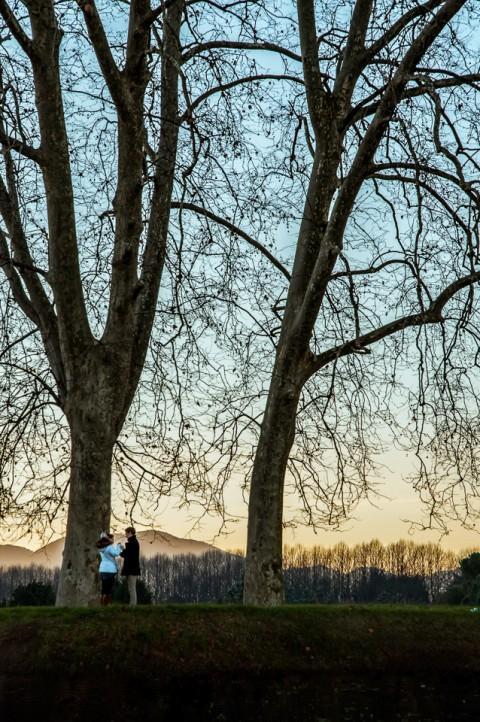 Pareja momento romántico en Italia