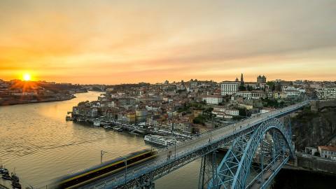 Foto atardecer del puente de Luis I , Oporto, Portugal
